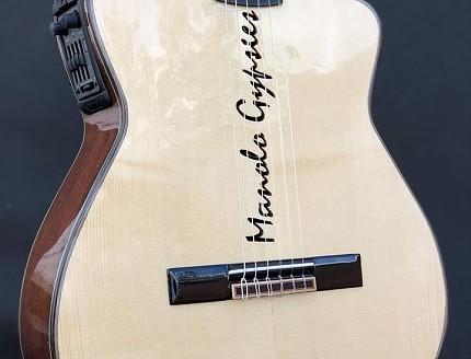 Guitarra personalizada con nombre