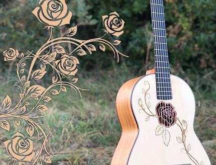 Guitarra personalizada con Rosa perforada en la boca con relieve y tallados en la tapa.