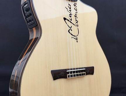 Guitarra personalizada con nombre en la