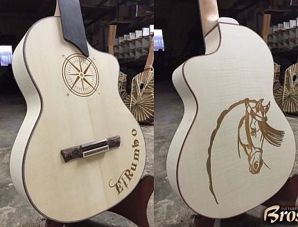 Guitarra personalizada con tallados personalizados.