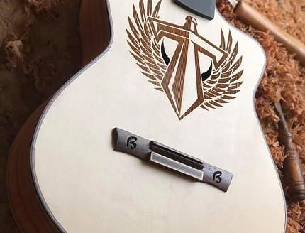 Guitarra personalizada para la famosa banda de Rock Alemán